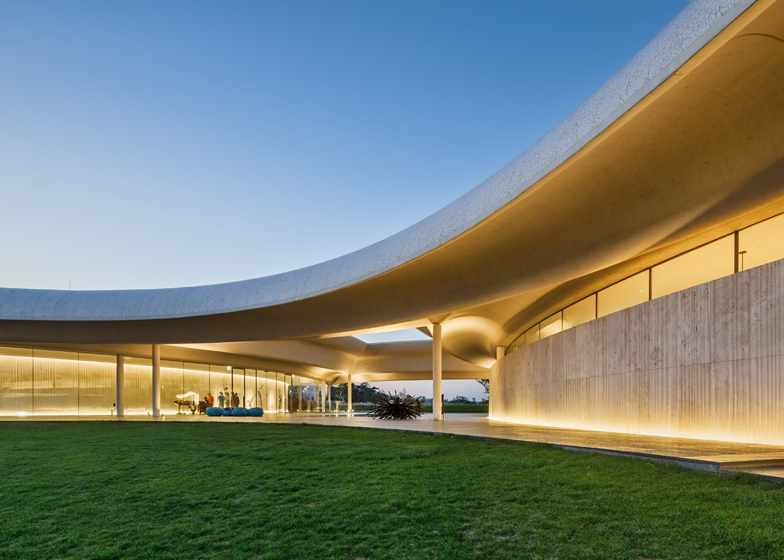 Southcape owner 39 s club clubhouse by mass for Clubhouse architecture design