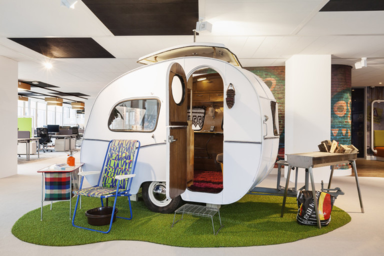 google office environment. This Layout Makes The Office Space Highly Adaptable. It Allows Googlers To Communicate And Work Together In A Diverse Environment While Having Personal Google
