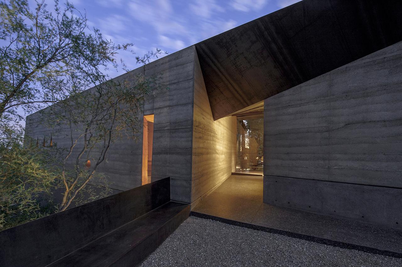 Desert courtyard house by wendell burnette House architects