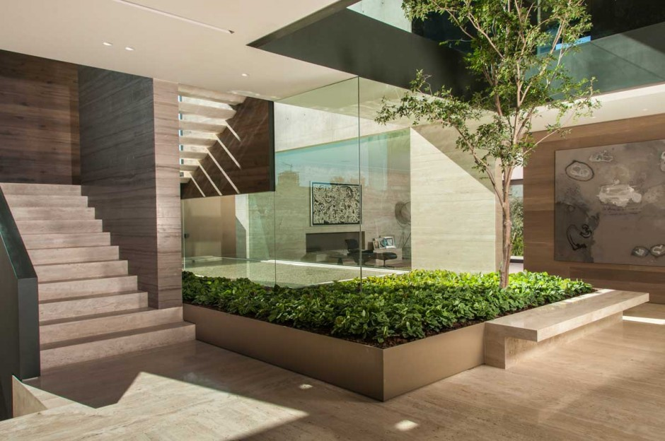 A dramatic luxurious and intensely built space casa ml by gantous arquitectosinspirationist - Planos de casas con patio interior ...