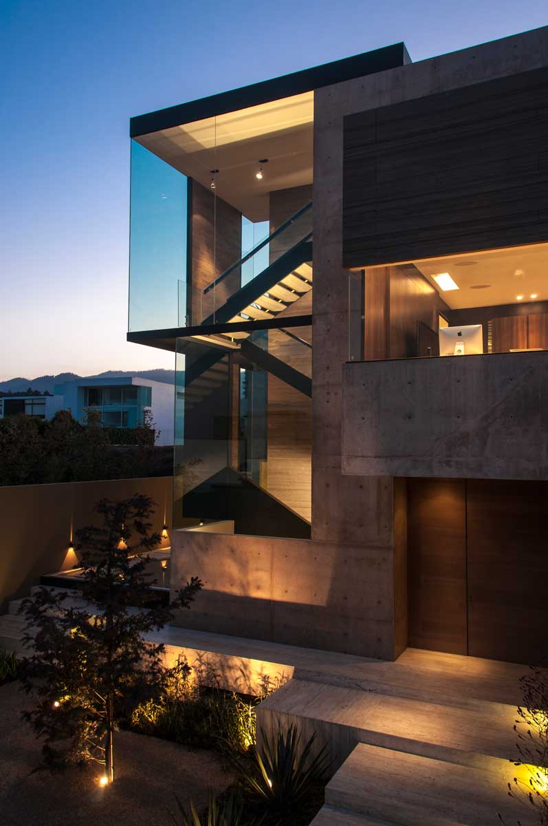 A dramatic luxurious and intensely built space casa ml - Arquitectos casas modernas ...