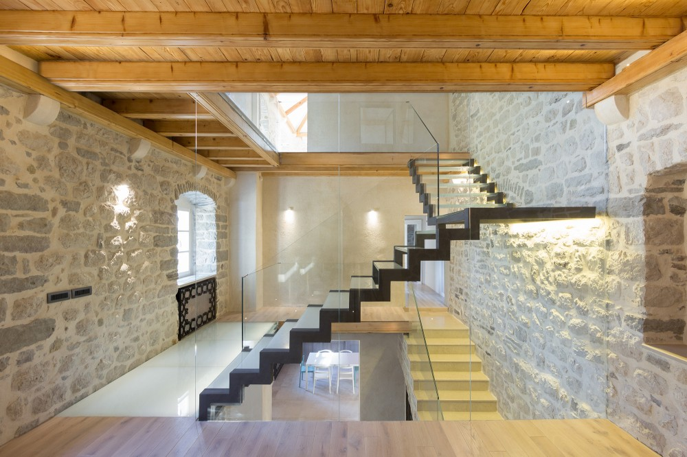 An Interlacing Of Traditional Principles And Modern Needs: Villa Monja By  Enforma Studio