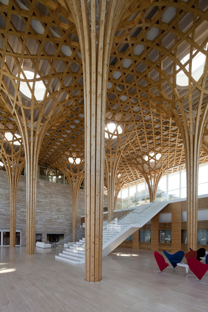 Nine bridges country club features a hexagonal wooden grid for 9 square architecture