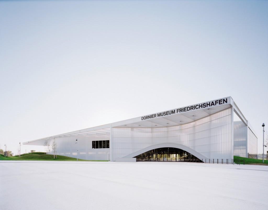 dornier museum friedrichshafen has translucent and curved. Black Bedroom Furniture Sets. Home Design Ideas