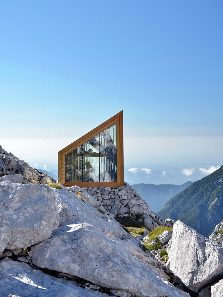 An alpine shelter inspired by the vernacular architecture Mountain architecture