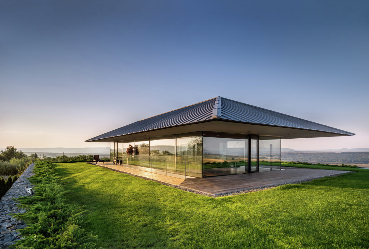 Observation House's open space offers a 360 degrees view and total privacy
