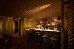 Le Syndicat: a mixture of cocktail bar imagery with neighbourhood specificity
