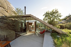 A fold down roof that connects the ground with a viewing platform