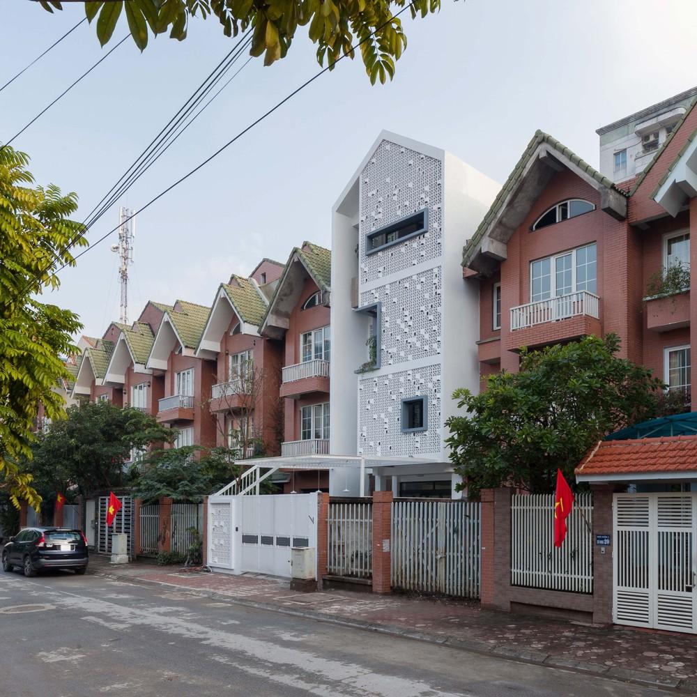 Cocoon House Features A Facade Of Ventilation Brick Blocks