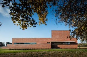 Alvaro Siza Vieira creates two brick volumes for a public auditorium near Barcelona