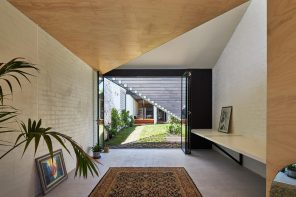 An Australian house with an external canopy's geometry drawn inside