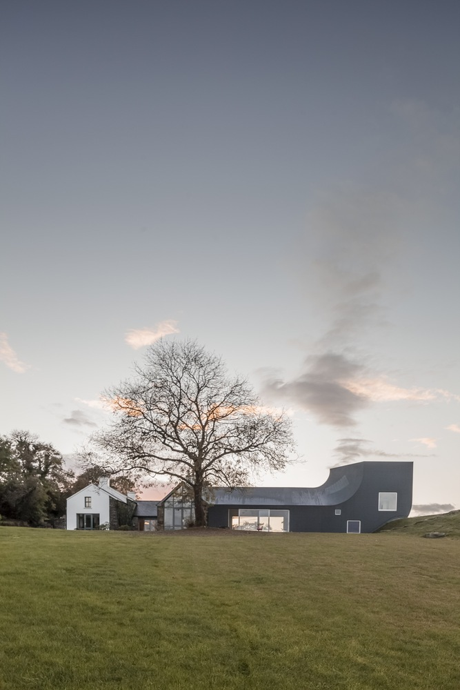 An Irish country house that bends vertically upwards