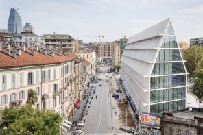 Feltrinelli Porta Volta has an elongated and narrow architecture