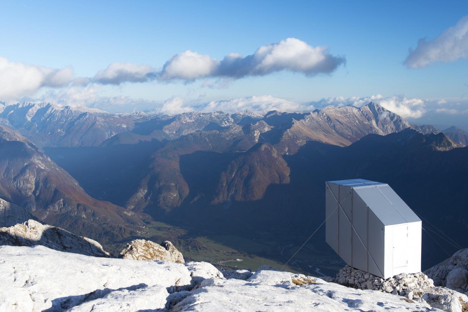 1_winter-cabin-on-mount-kanin_ofis-arhitekti_inspirationist