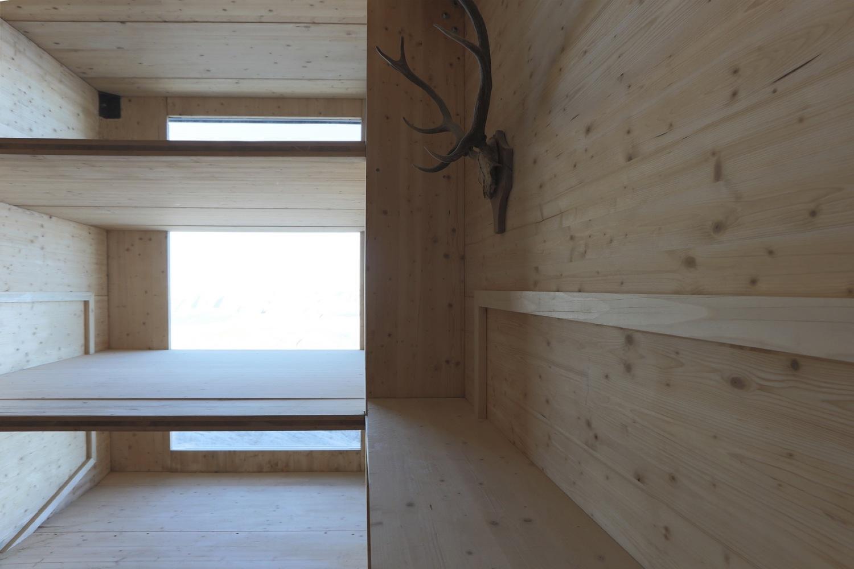 9_winter-cabin-on-mount-kanin_ofis-arhitekti_inspirationist