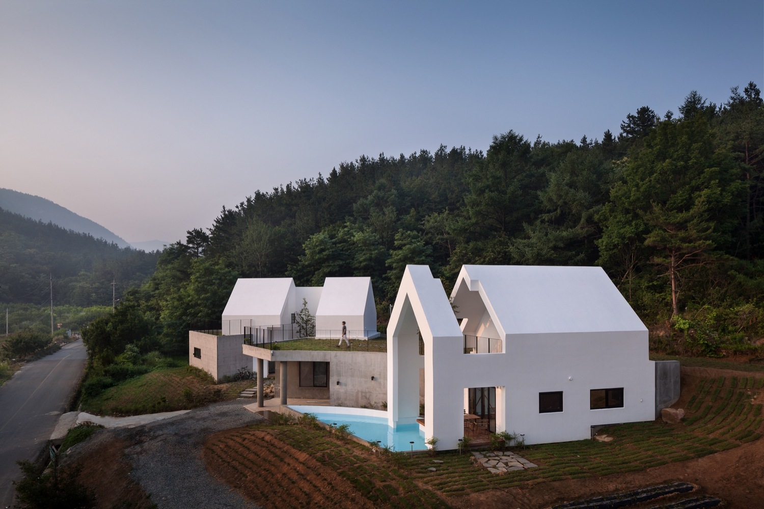 Architektur Atelier a house shaped white shell that embraces the nature inspirationist