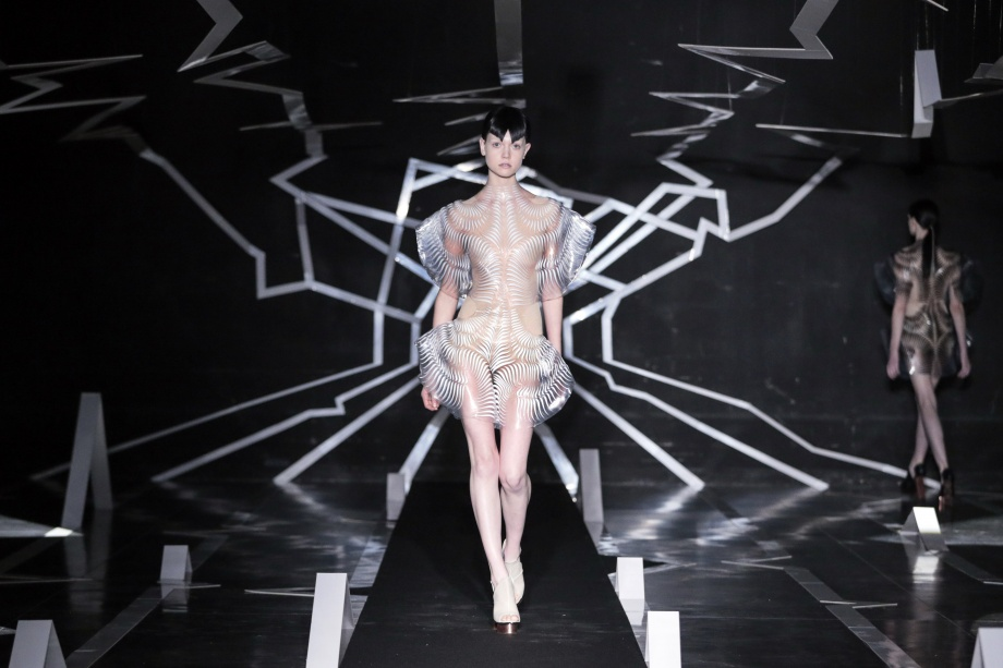 10_Iris van Herpen_Between the lines_Inspirationist