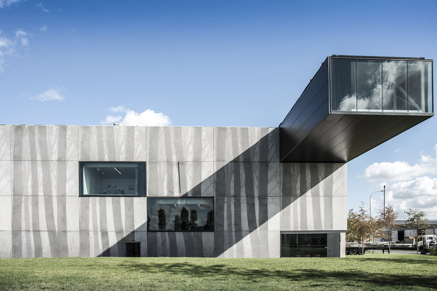 1_Enjoy Concrete HQ _Govaert & Vanhoutte Architects_Inspirationist