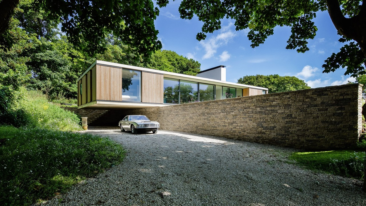 The Quest House Gives An Elegant Solution To A Steeply Sloped Site