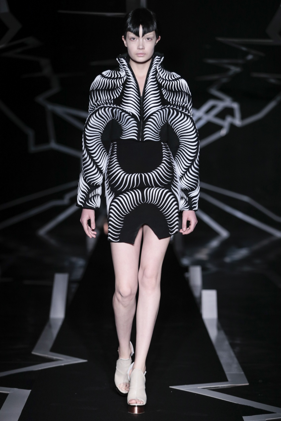 6_Iris van Herpen_Between the lines_Inspirationist