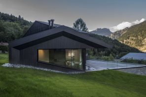 A cabin designed around the view and the quest to maximize sun light
