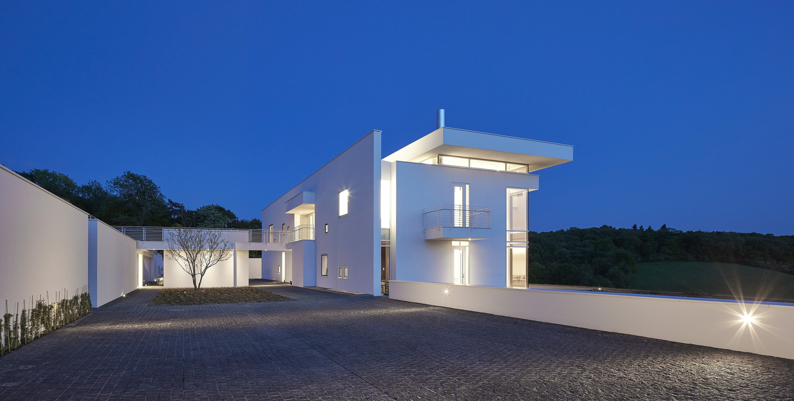 A Family Home Which Honors The Woodlands And Topography
