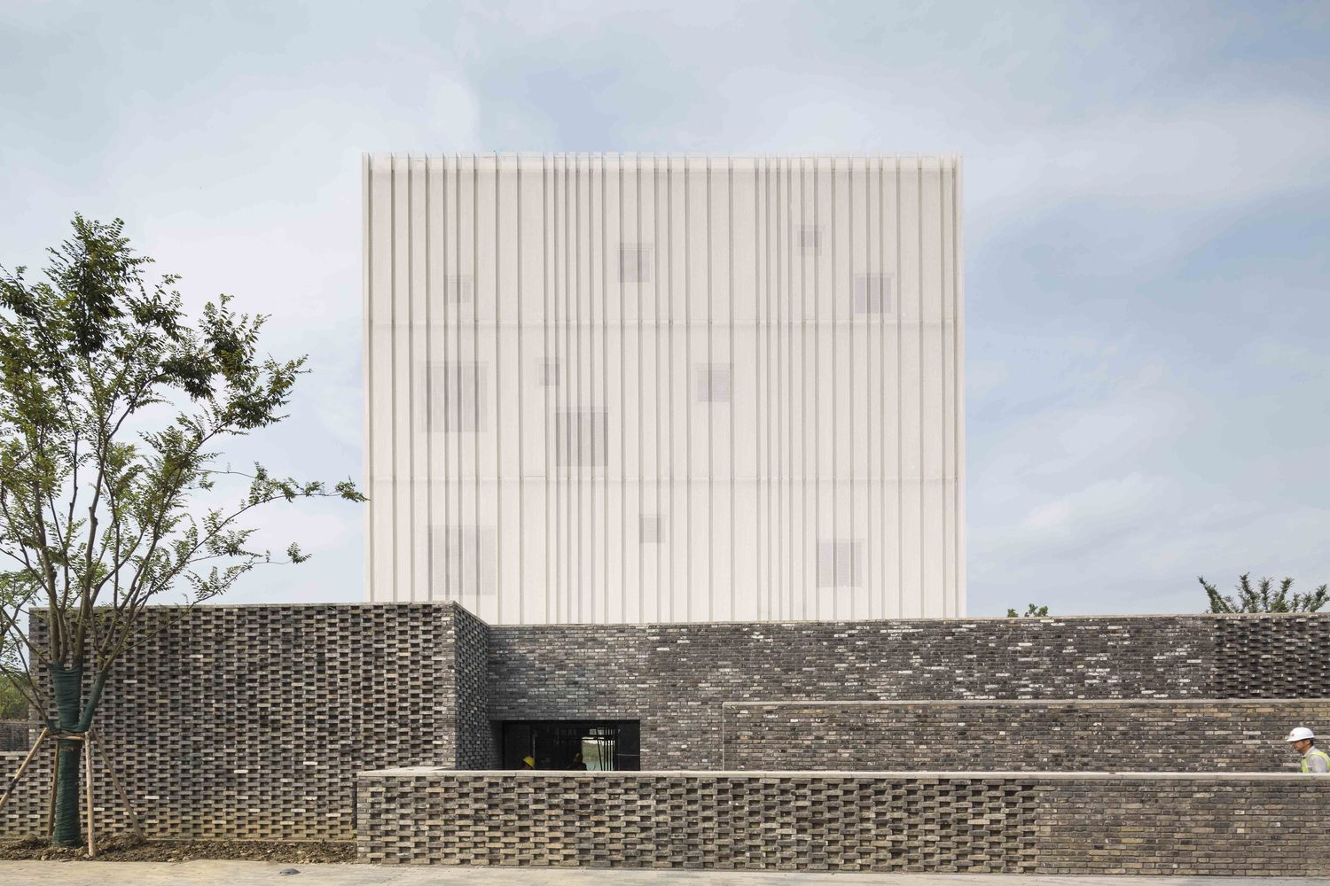 Neri hu 39 s suzhou chapel features a floating volume dressed in a metal veil inspirationist - Architecturen volumes ...