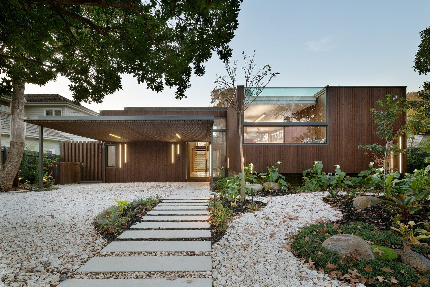 A contemporary & environmentally friendly home designed to integrate ...