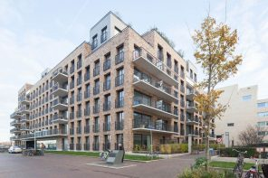 De Halve Maen: a symmetrical U-shaped apartment building in Amsterdam by Mecanoo