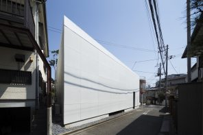 Kamiuma House features voids that serve as intermediary spaces between inside and outside