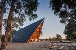A chapel in Portugal inspired by the scouting experience: the outdoor life, camping and the tent
