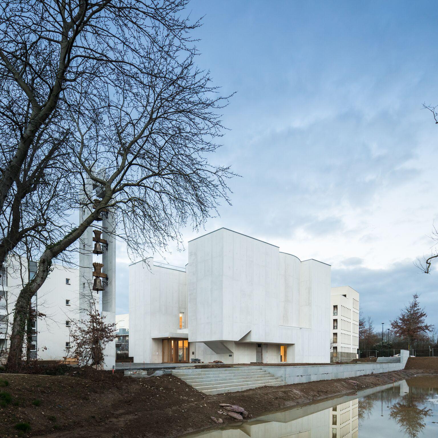1_Alvaro Siza Vieira_New Church of Saint-Jacques de la Lande_Inspirationist