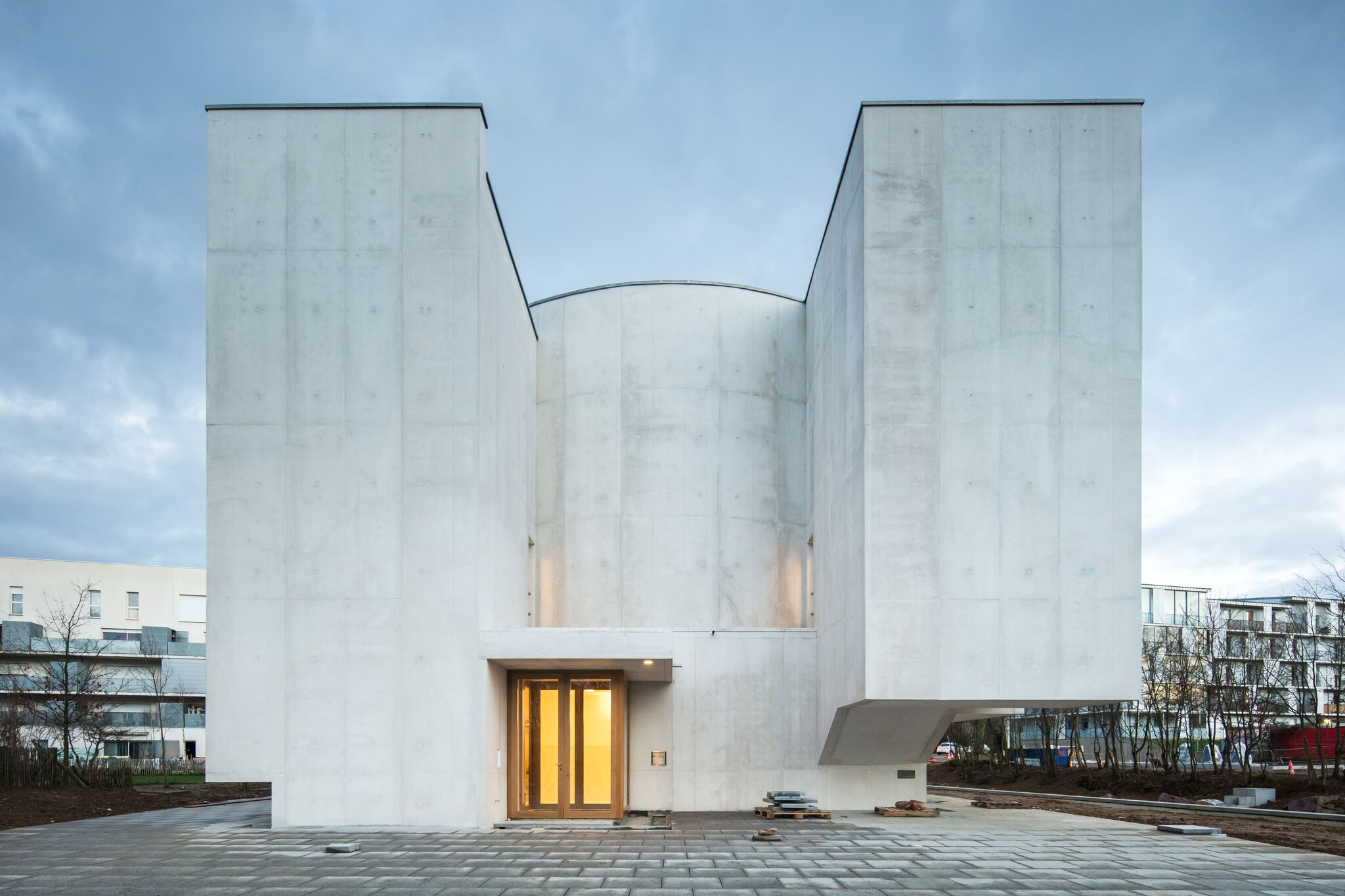 2_Alvaro Siza Vieira_New Church of Saint-Jacques de la Lande_Inspirationist