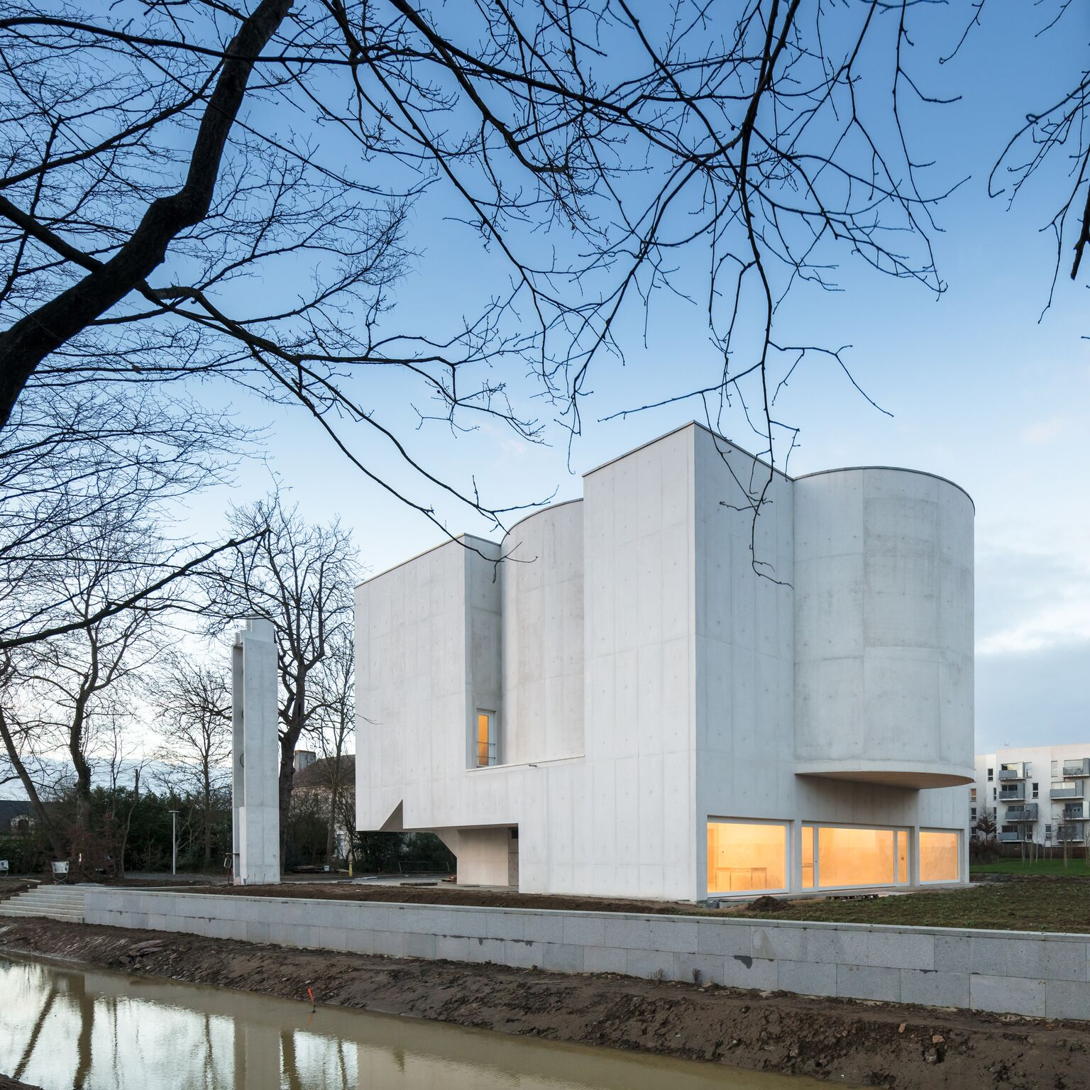 3_Alvaro Siza Vieira_New Church of Saint-Jacques de la Lande_Inspirationist