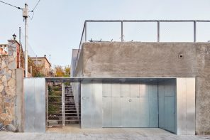 A family house that preserves and reinterprets an old concrete wall