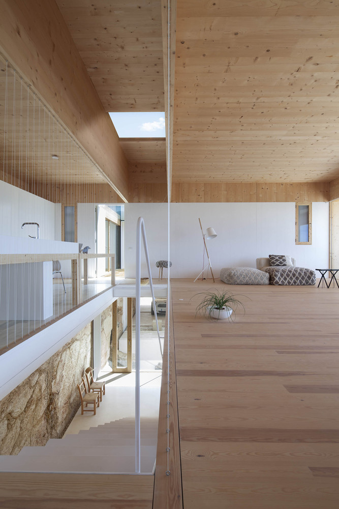 A House Focused On The Duality Between The Telluric And