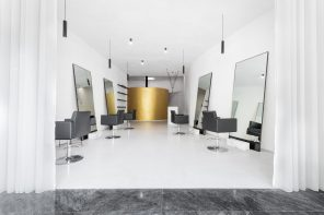 An abstract, fluid and free of infrastructures hair salon