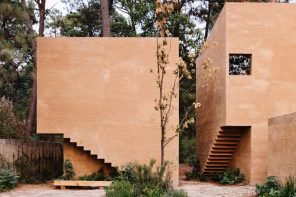 Entrepinos Housing: 5 houses made of 6 volumes generating a central patio