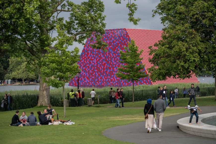 4_The London Mastaba_Christo and Jeanne Claude_Inspirationist