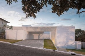 Cora House in Brasilia creates an architectural promenade