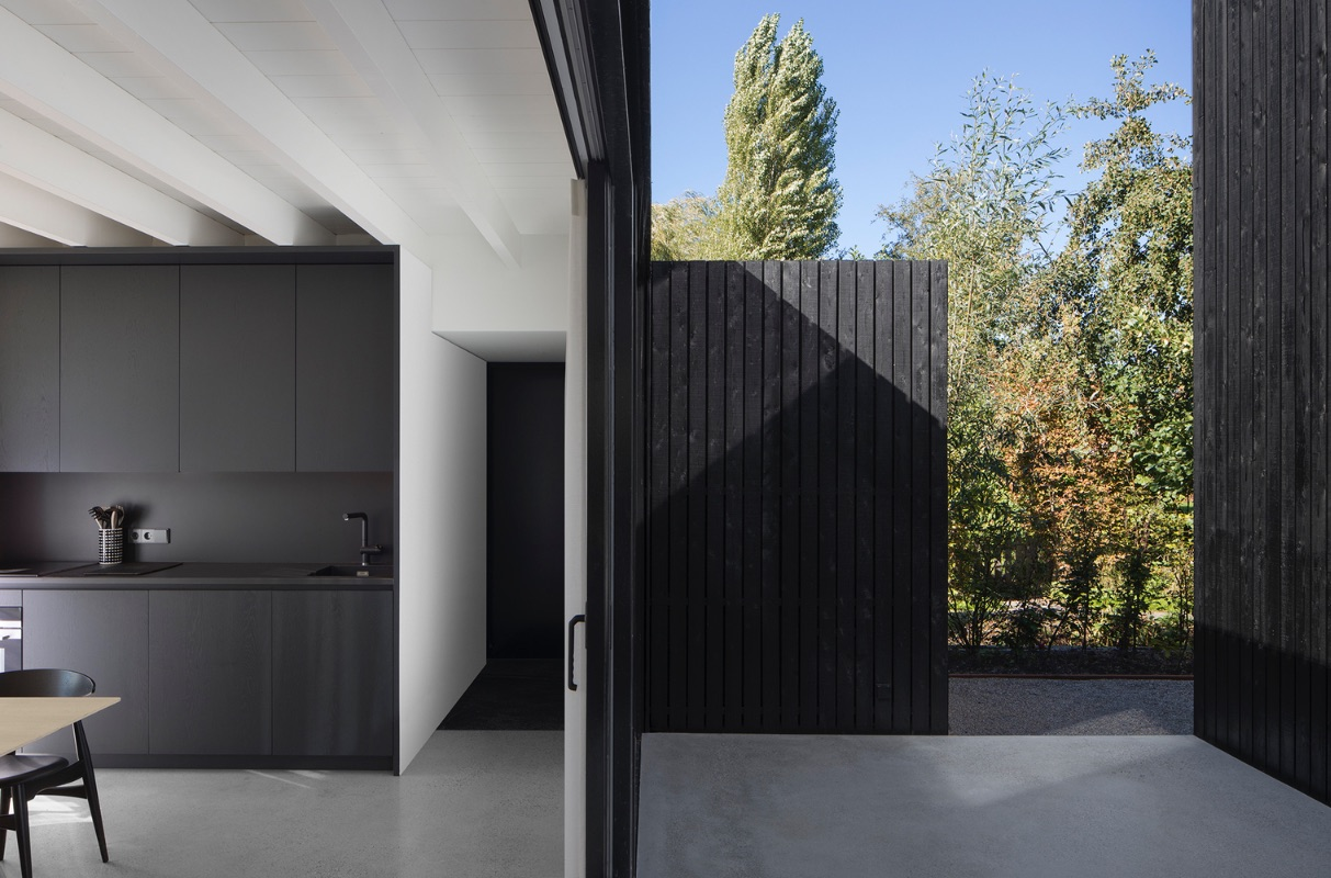 11_Tiny Holiday Home_i29 interior architects+Chris Collaris_Inspirationist