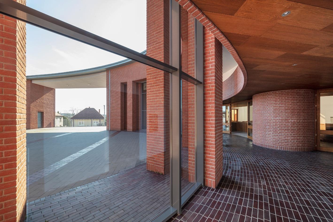 5_Saint John Paul II Church_Robert Gutowski Architects_Inspirationist