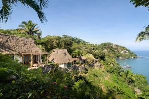 Pelicans Villa eclectically combines Mexican elements with an African mood
