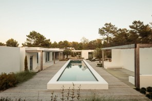 Comporta 10 House subtly combines and embeds the region's architectural heritage in its contemporary approach