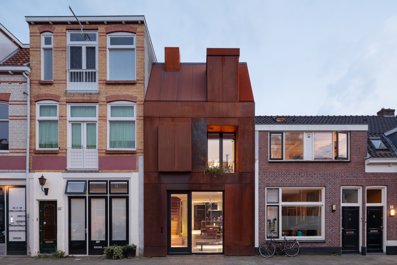 Steel Craft House: the stylistic features of a working-class house, revamped