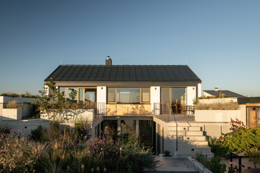 4_Family-House-with-Atrium_SENAA_Inspirationist
