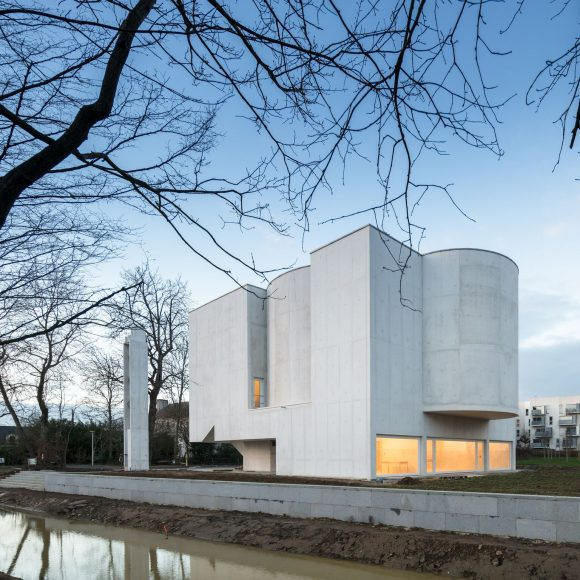 3_Alvaro Siza Vieira_New Church of Saint-Jacques de la Lande_Inspirationist