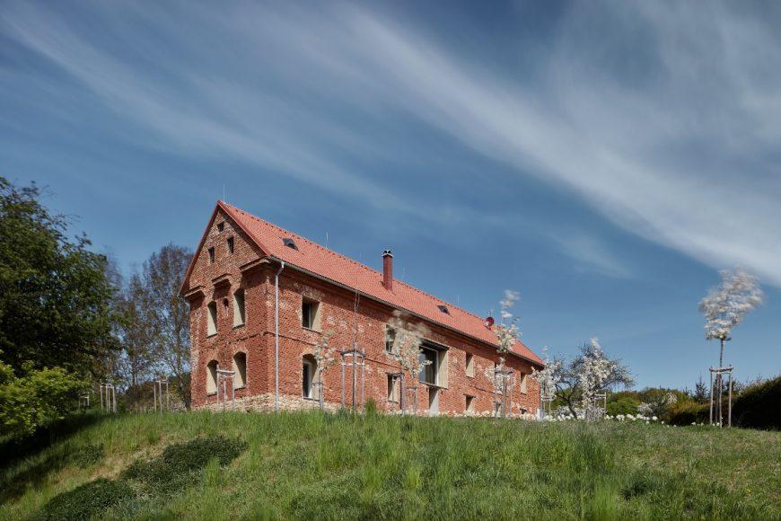 2_ORA_House Inside a Ruin_Inspirationist