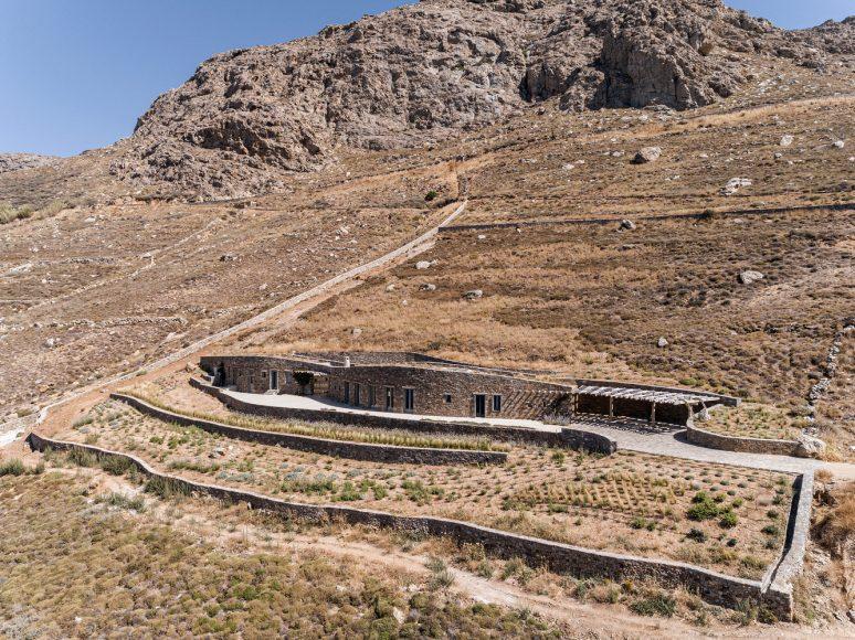1_Xerolithi-House_Sinas-Architects_Inspirationist