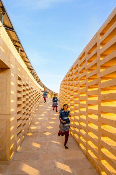 3_The-Rajkumari-Ratnavati-Girls-School_Diana-Kellogg-Architects_Inspirationist